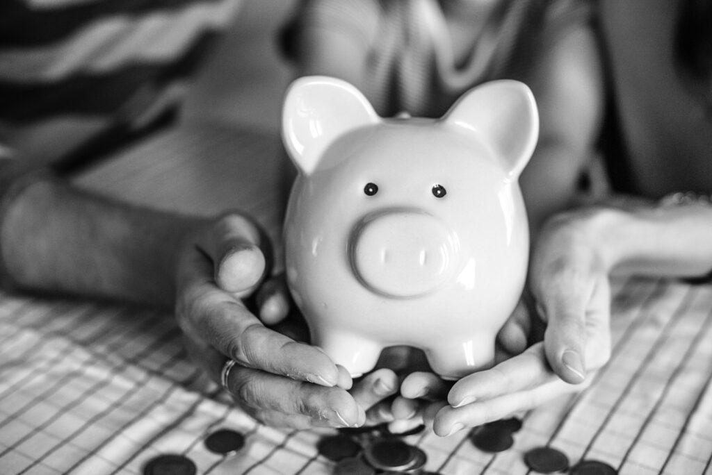 Wir finden neue Möglichkeiten Ihnen dabei zu helfen Ausgaben zu kürzen